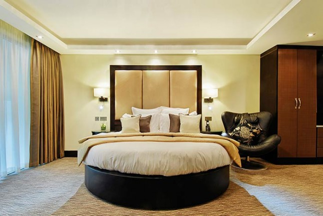 MONTCALM WOW SUITE (COMPLIMENTARY BREAKFAST AND INTERNET)